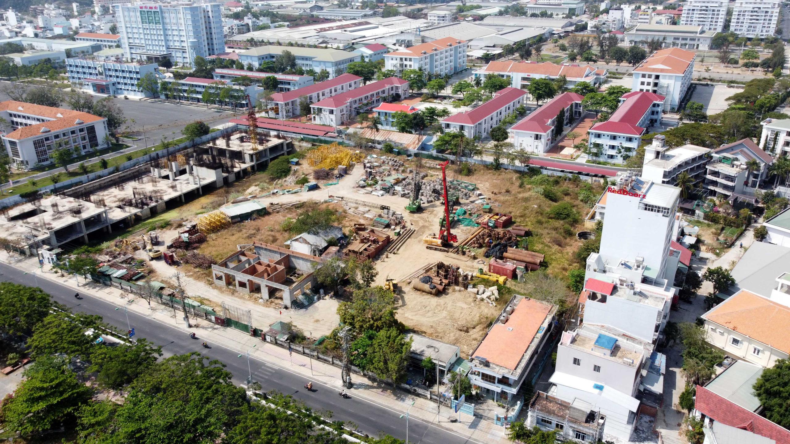Hàng loạt dự án 'đất vàng' mặt tiền biển Nha Trang trở thành bãi hoang - Ảnh 9.