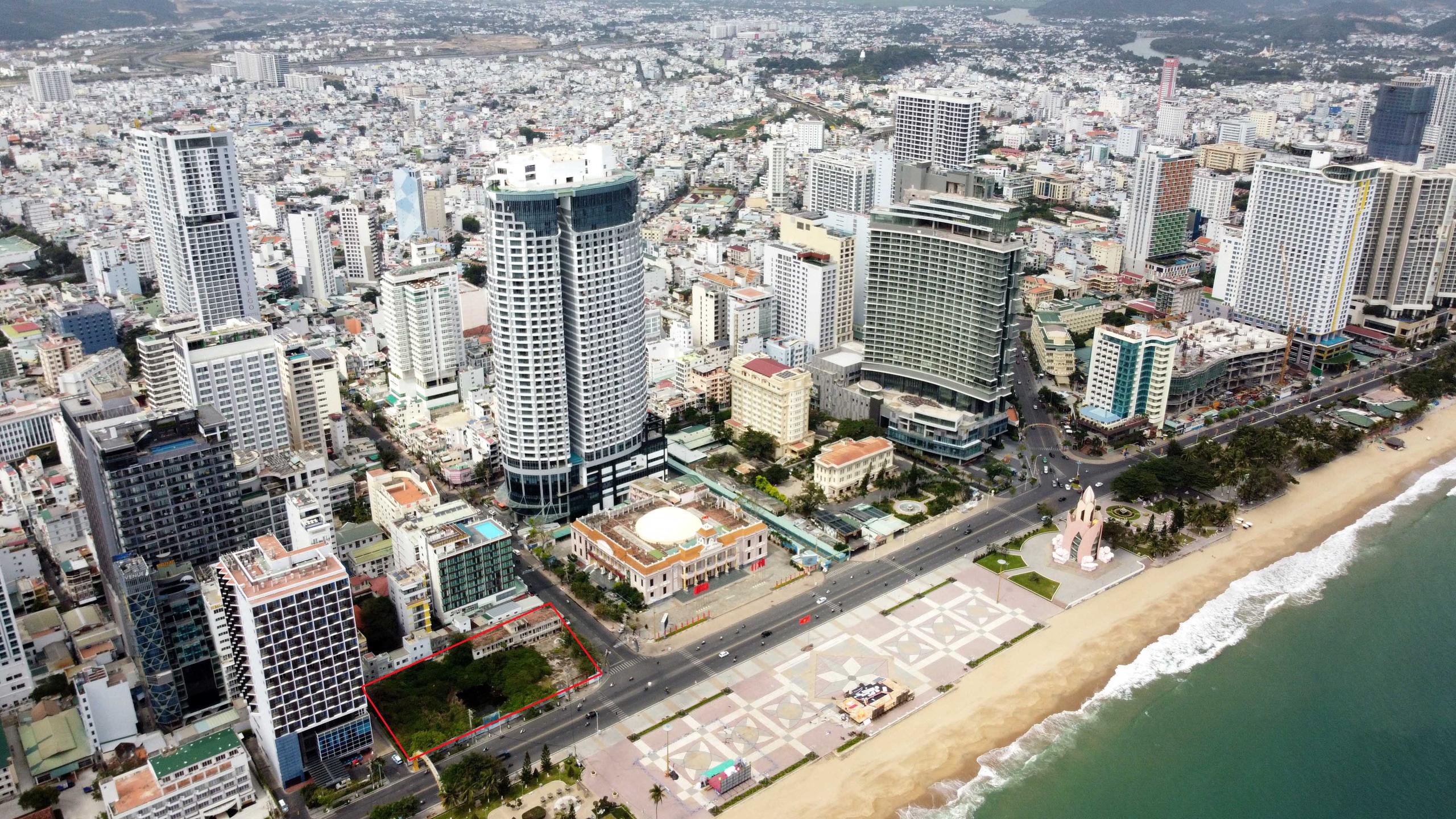 Hàng loạt dự án 'đất vàng' mặt tiền biển Nha Trang trở thành bãi hoang - Ảnh 1.