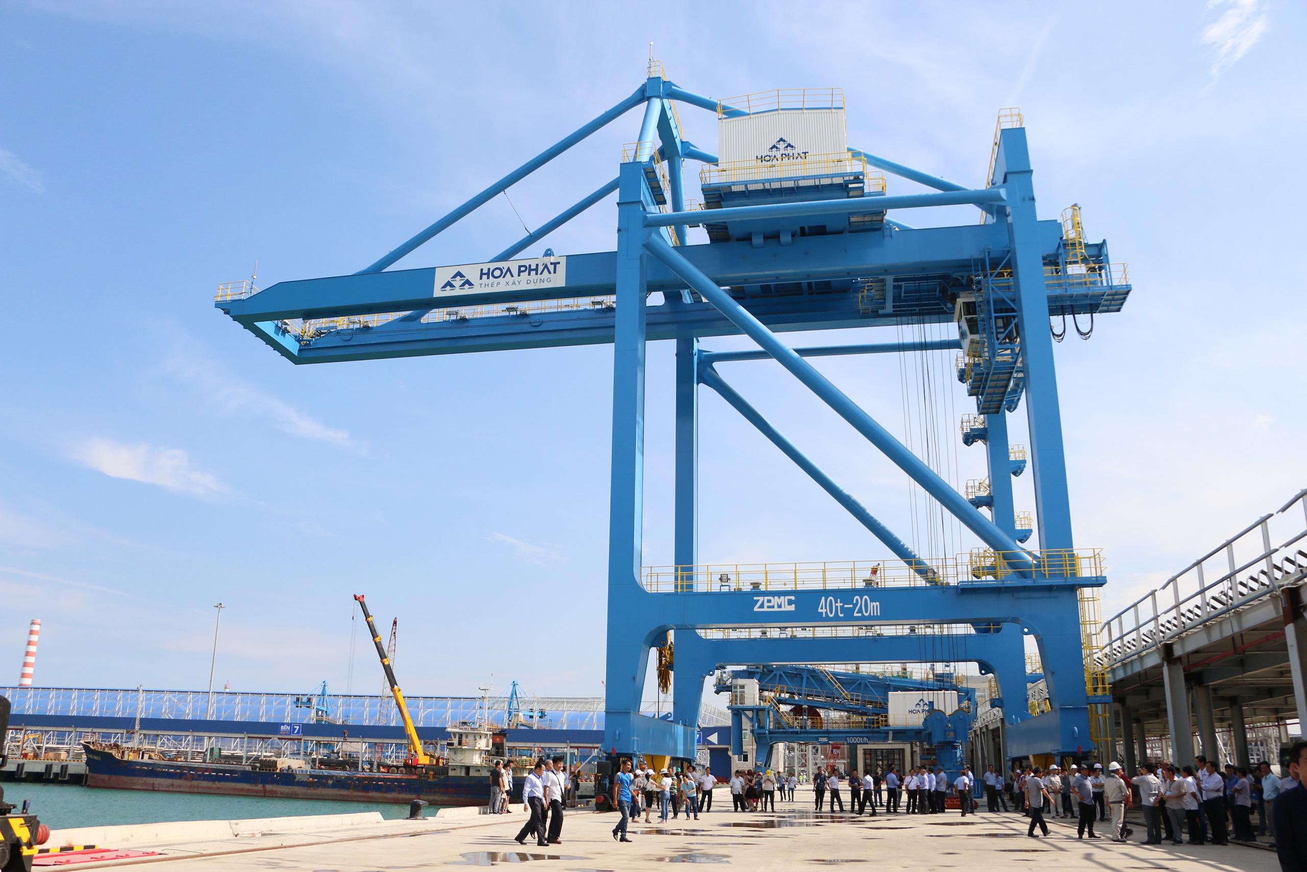 Hòa Phát muốn làm tuyến đường sắt mới từ Nhà máy thép Hòa Phát Dung Quất đến Cảng tổng hợp container - Ảnh 1.