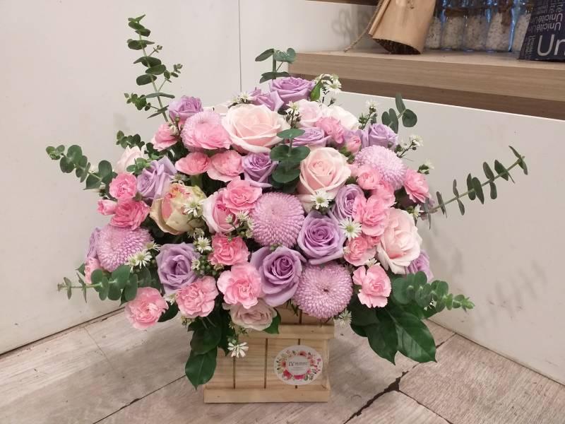 Gợi ý những cách cắm hoa ngày 8/3 đẹp và ấn tượng dành tặng chị em phụ nữ - Ảnh 9.