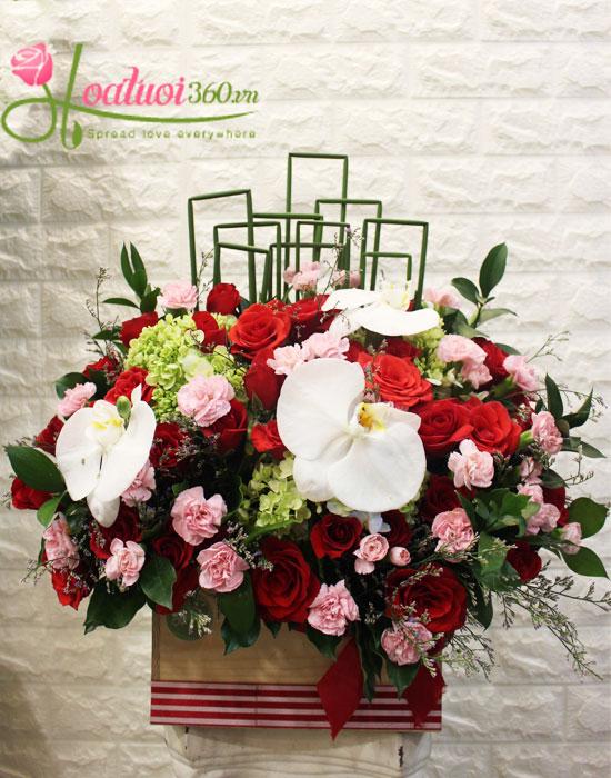 Gợi ý những cách cắm hoa ngày 8/3 đẹp và ấn tượng dành tặng chị em phụ nữ - Ảnh 4.