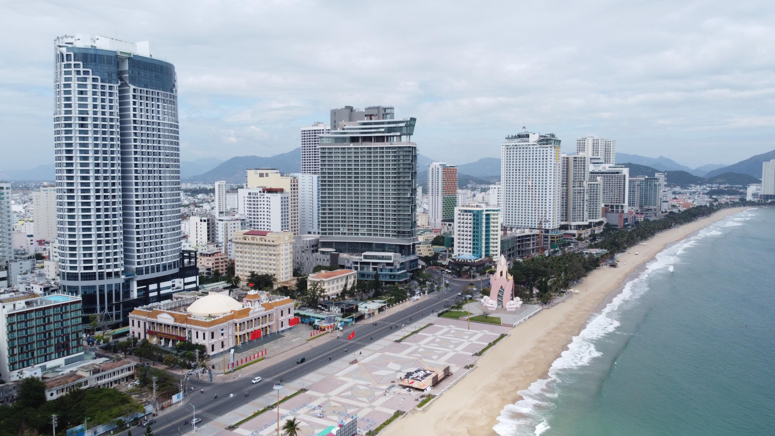 Thứ trưởng Nguyễn Thanh Nghị đề nghị làm rõ mật độ xây dựng, cao tầng trong điều chỉnh quy hoạch TP Nha Trang - Ảnh 1.
