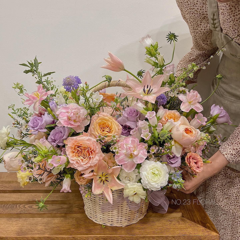 Tham khảo các mẫu lẵng hoa đẹp ngày 8/3 dành tặng phái nữ  - Ảnh 2.
