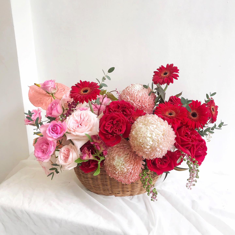 Tham khảo các mẫu lẵng hoa đẹp ngày 8/3 dành tặng phái nữ  - Ảnh 1.