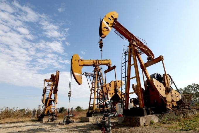 Giá xăng dầu hôm nay 2/3: Giá dầu biến động trái chiều giảm trở lại hơn gần 1% - Ảnh 1.