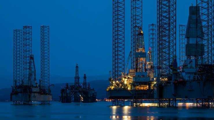 Giá xăng dầu hôm nay 24/3: Giá dầu tiếp tục giảm do lo ngại về các hạn chế ở Châu Âu - Ảnh 1.