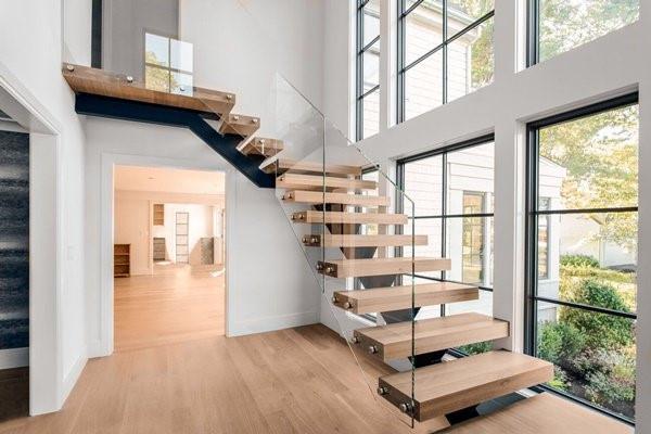 Tham khảo một số mẫu cầu thang gỗ đẹp và độc đáo năm 2021 - Ảnh 14.