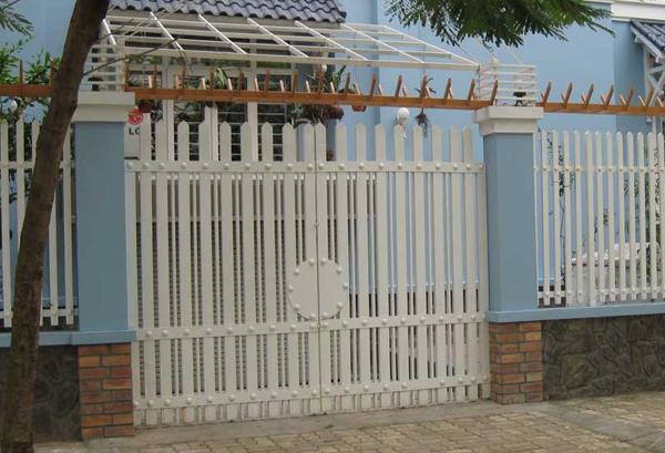 Gợi ý một số mẫu hàng rào đẹp và kiên cố cho nhà cấp 4 - Ảnh 21.