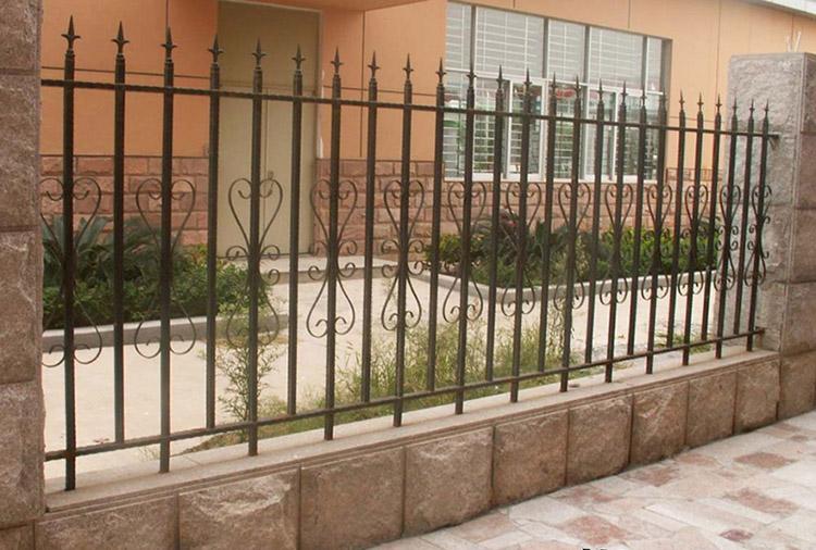 Gợi ý một số mẫu hàng rào đẹp và kiên cố cho nhà cấp 4 - Ảnh 23.