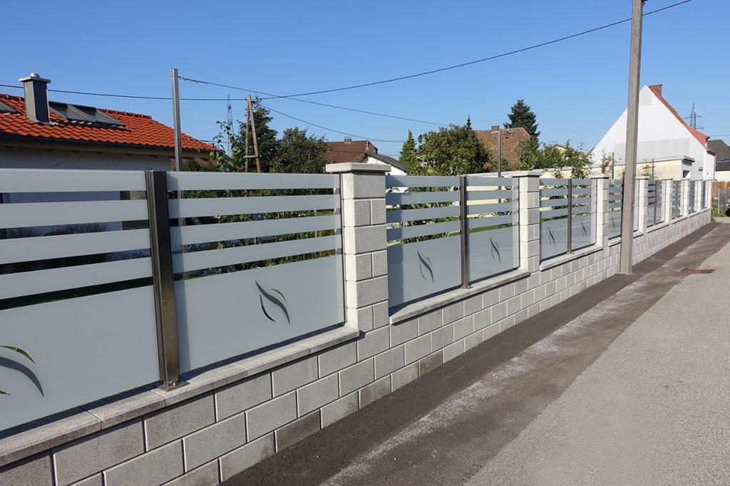 Gợi ý một số mẫu hàng rào đẹp và kiên cố cho nhà cấp 4 - Ảnh 24.