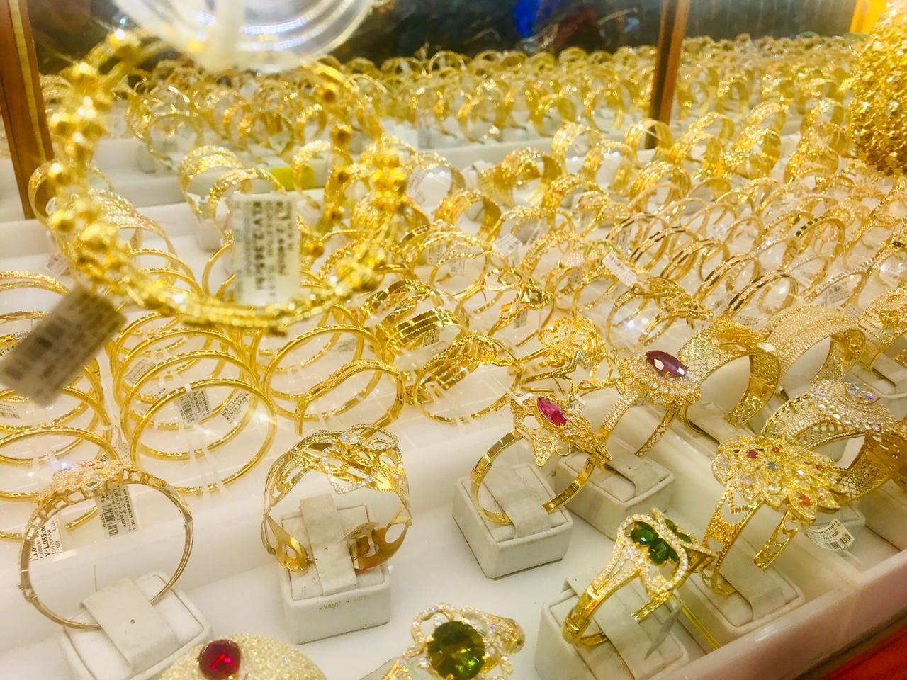 Giá vàng hôm nay 26/3: SJC giảm không nhiều hơn 170.000 đồng/lượng - Ảnh 1.