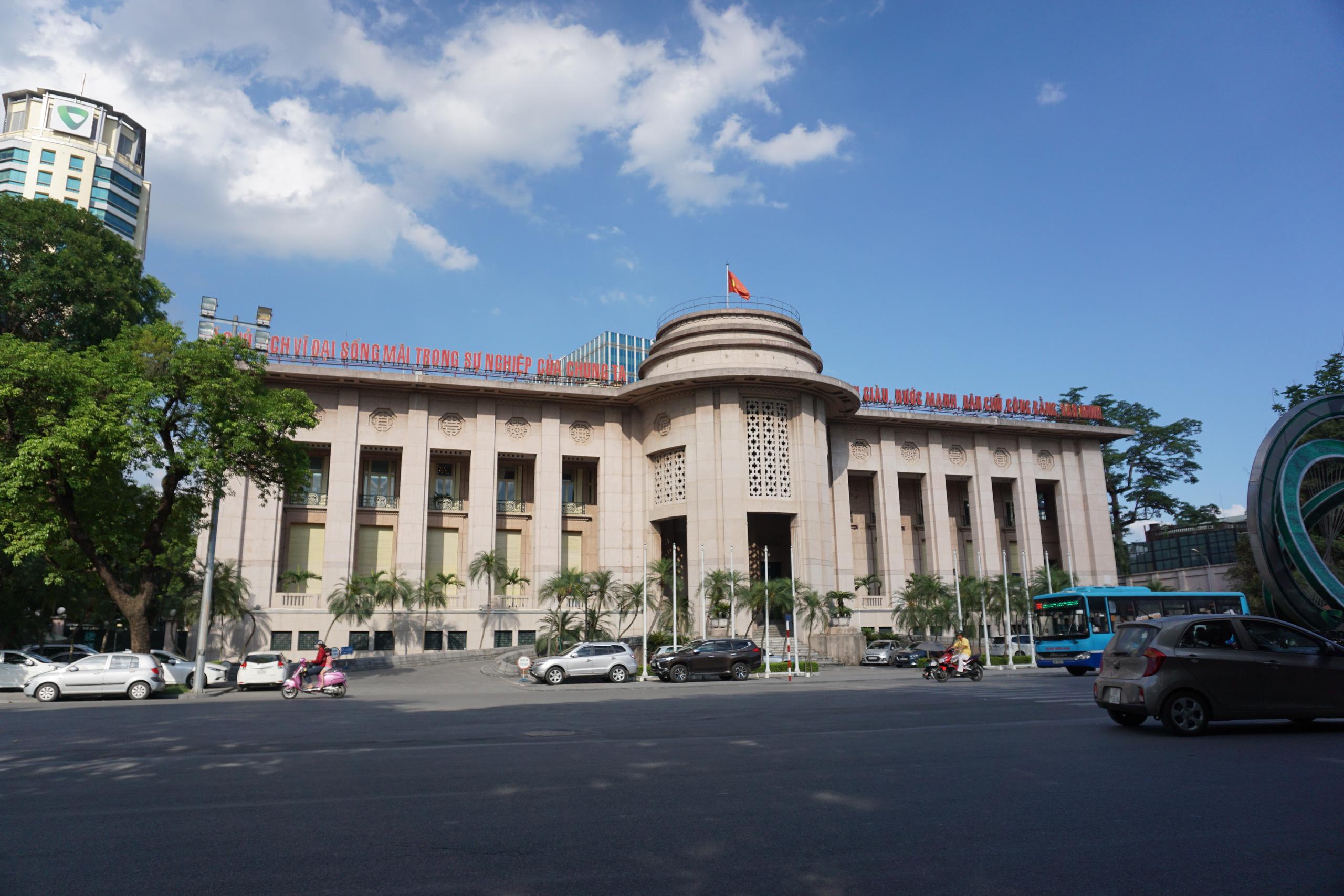NHNN yêu cầu các ngân hàng tiếp tục giảm lãi suất cho vay - Ảnh 1.