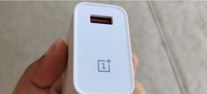 OnePlus xác nhận điện thoại OnePlus 9 sẽ đi kèm bộ sạc bên trong hộp - Ảnh 1.