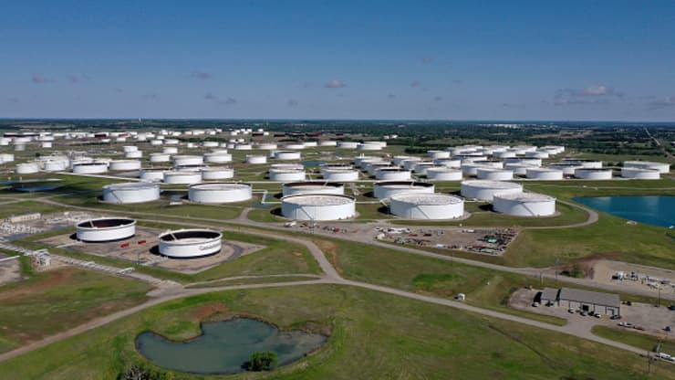Giá xăng dầu hôm nay 10/4: giá dầu giảm trở lại do nguồn cung cao hơn nhu cầu thị trường - Ảnh 1.