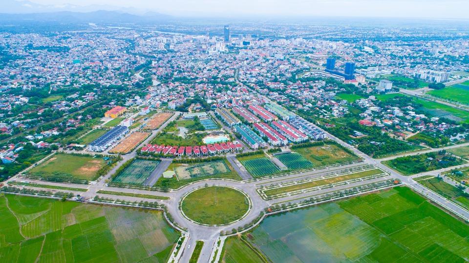 """Thừa Thiên Huế sẽ công khai dự án chậm tiến độ, chấn chỉnh, ngăn chặn """"cơn sốt đất ảo"""" - Ảnh 1."""