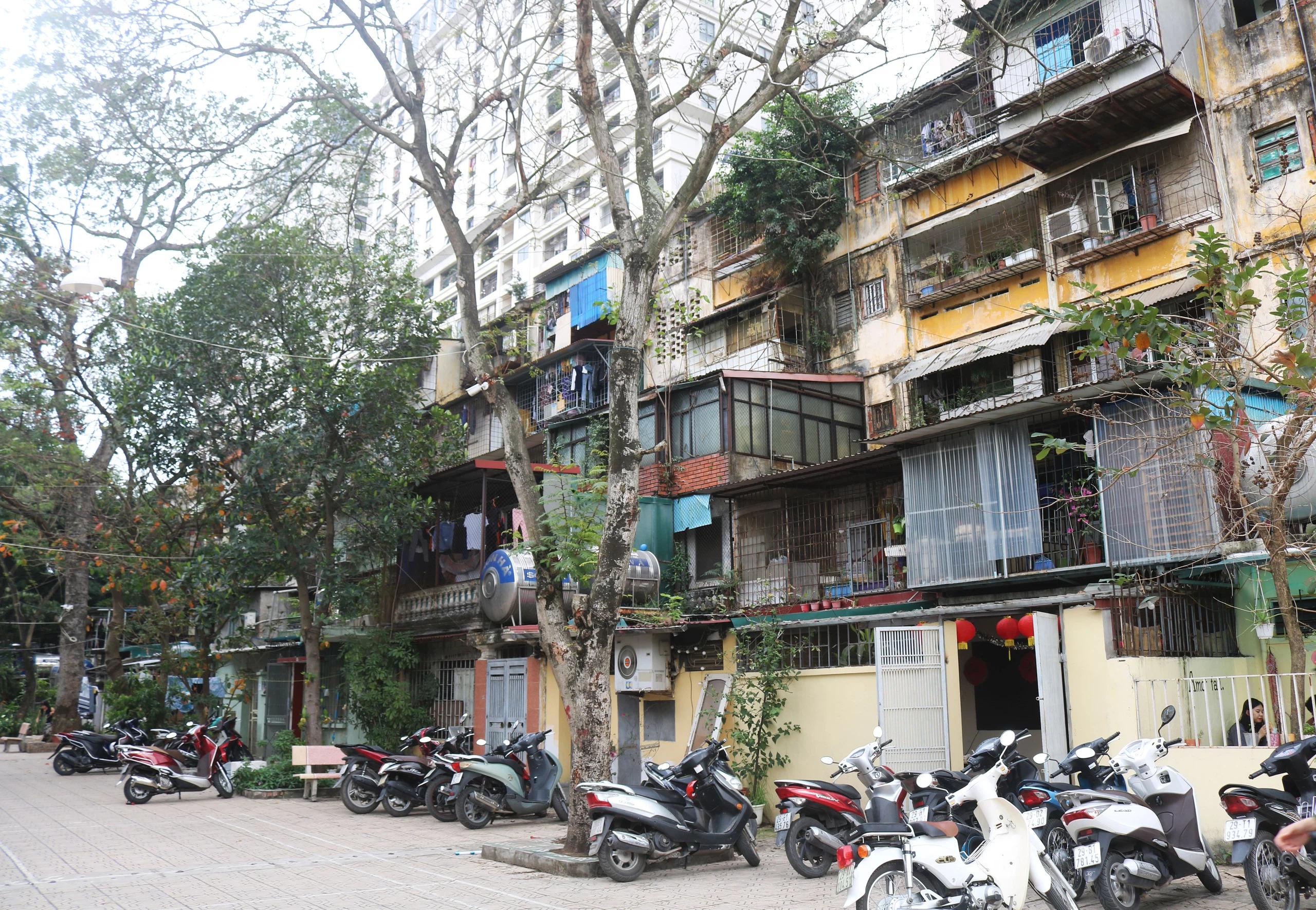 Hà Nội đồng ý dùng ngân sách để sớm cải tạo chung cư cũ - Ảnh 1.