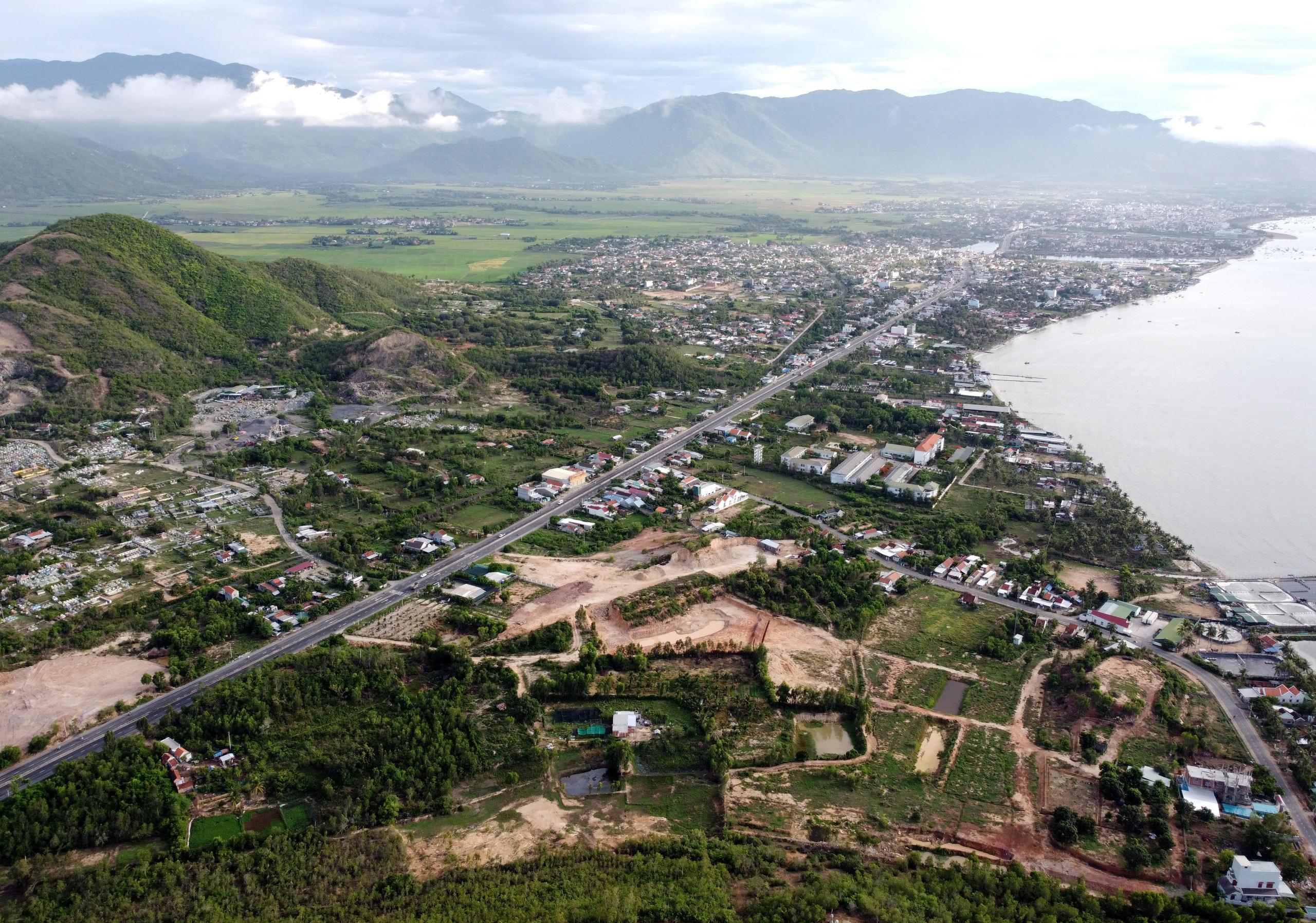 Khánh Hòa đưa xã Xuân Sơn và 5.000 ha đất lấn biển vào điều chỉnh quy hoạch KKT Vân Phong - Ảnh 1.