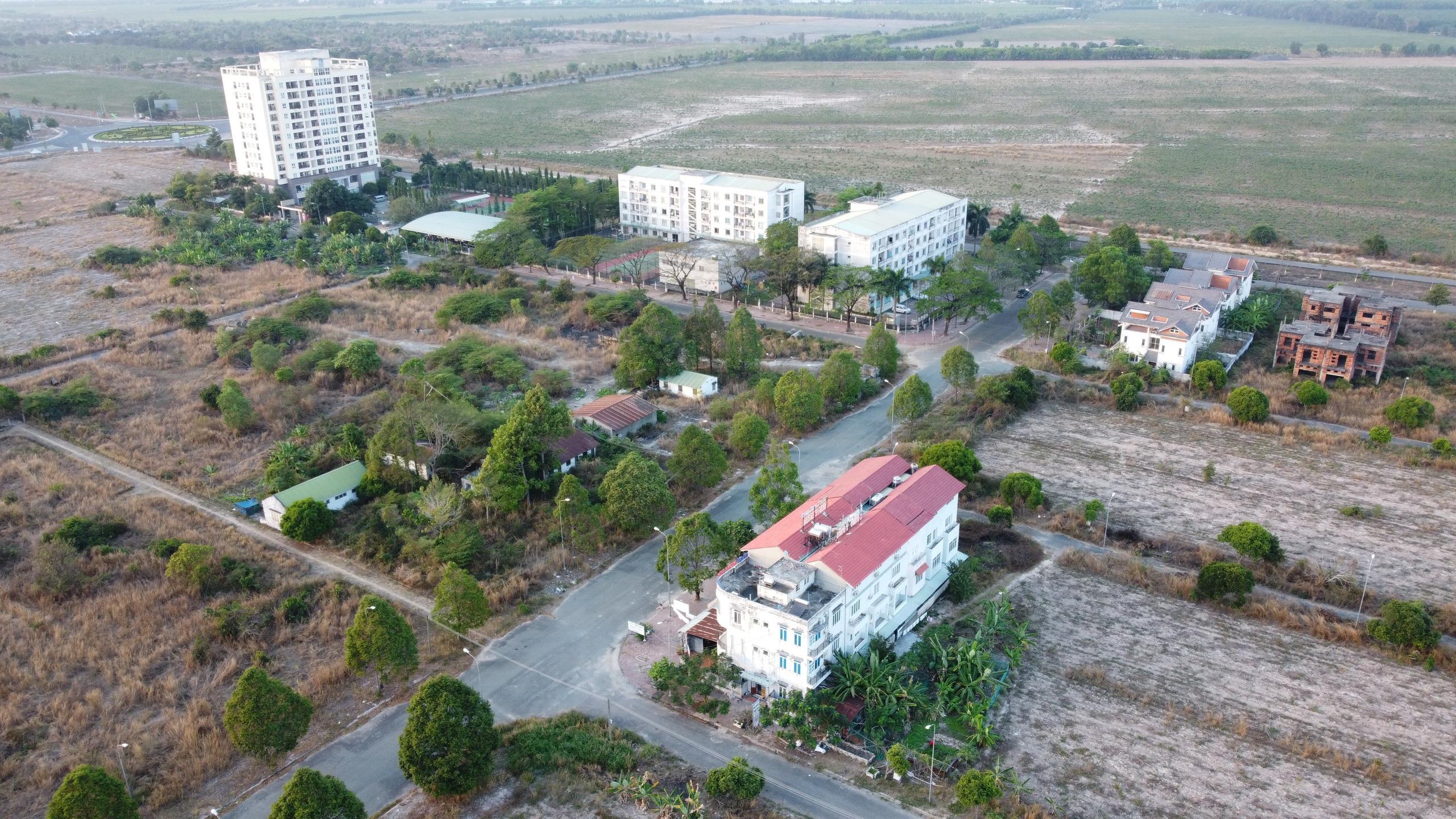 Doanh nghiệp bất động sản ồ ạt báo lãi lớn giữa cơn sốt đất - Ảnh 2.