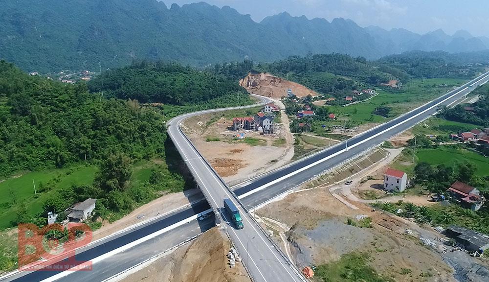 Bắc Giang: Hơn 5.300 tỷ đồng chảy vào 20 dự án giao thông trọng điểm - Ảnh 1.
