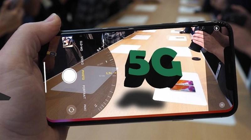 Chuỗi bán lẻ đua tặng data 5G cho khách hàng sau khi iPhone được mở dịch vụ và nhà mạng tăng vùng phủ - Ảnh 1.