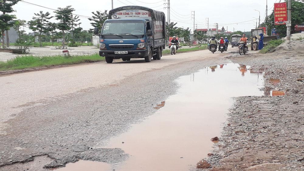 Bắc Giang: Gần 65 tỷ đồng nâng cấp đường từ thị trấn Nhã Nam đến thị trấn Phồn Xương - Ảnh 1.