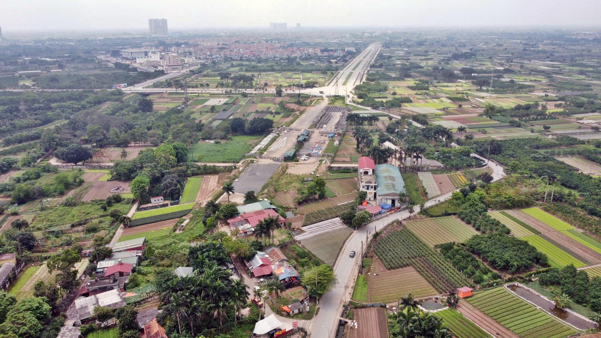 Toàn cảnh đường Tây Thăng Long đang mở theo quy hoạch ở Hà Nội - Ảnh 10.