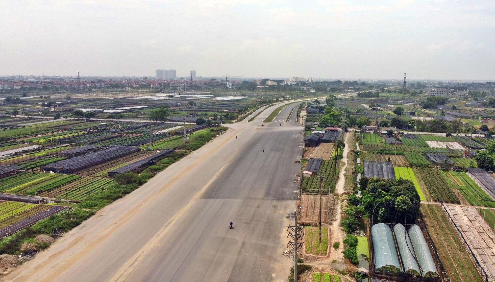 Toàn cảnh đường Tây Thăng Long đang mở theo quy hoạch ở Hà Nội - Ảnh 6.
