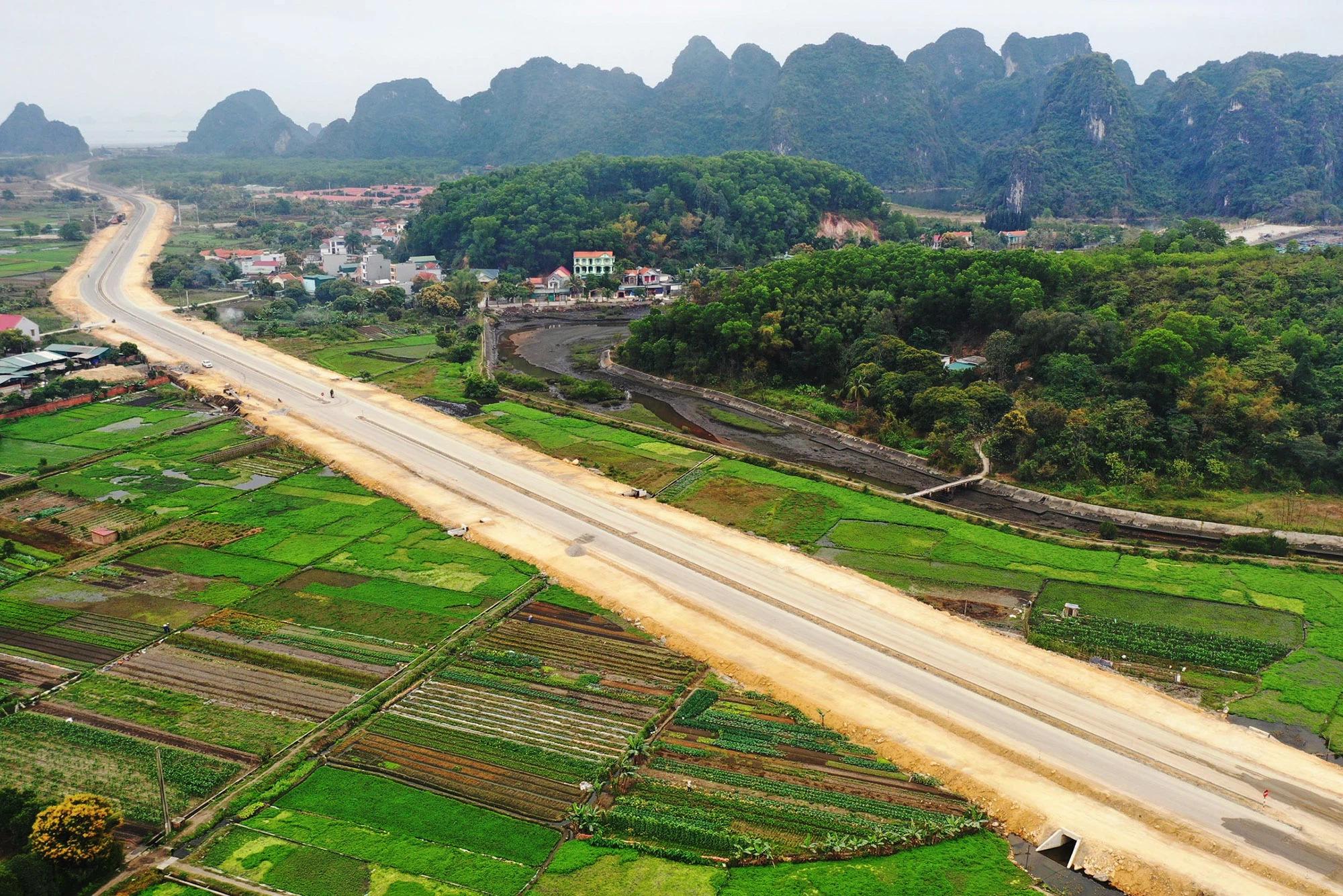 Ngăn ngừa tình trạng mua bán và nâng giá đất trên địa bàn huyện Vân Đồn, Quảng Ninh - Ảnh 1.