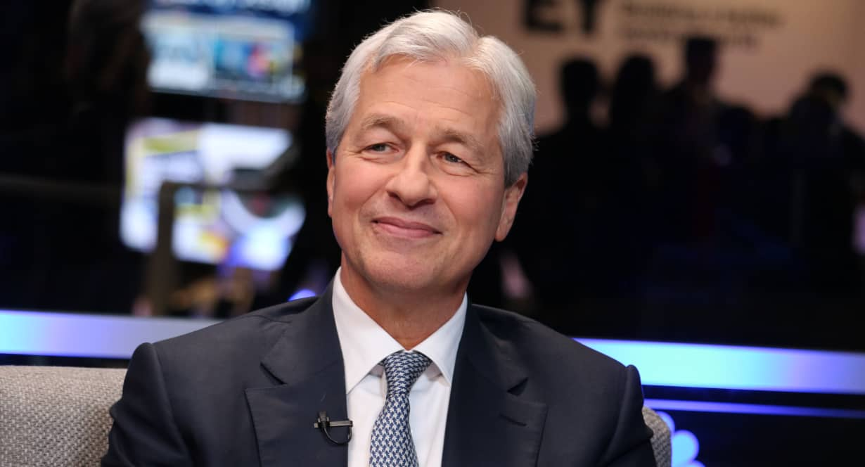 CEO JPMorgan: Chính phủ Mỹ bơm tiền như nước, kinh tế sẽ tăng trưởng bùng nổ thêm hai năm nữa - Ảnh 1.