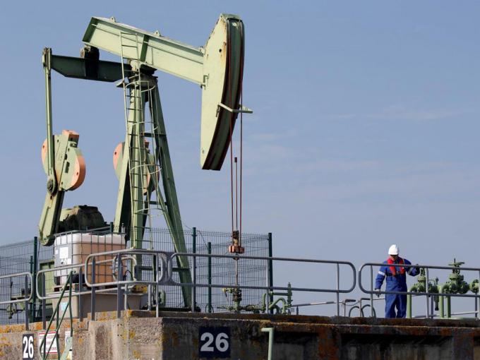 Giá xăng dầu hôm nay 8/4: Giá dầu tiếp tục giảm do đại dịch bùng phát - Ảnh 1.