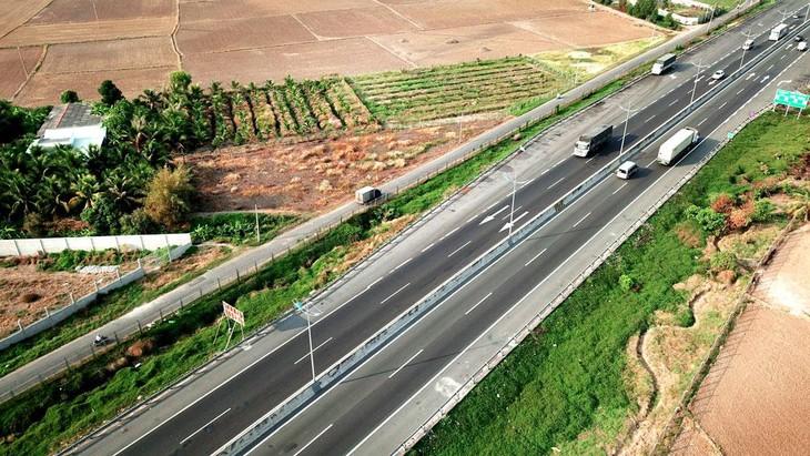 Thanh Hóa mở đường cho kinh tế phát triển, gần 35.000 tỷ đồng rót vào 43 dự án giao thông - Ảnh 1.