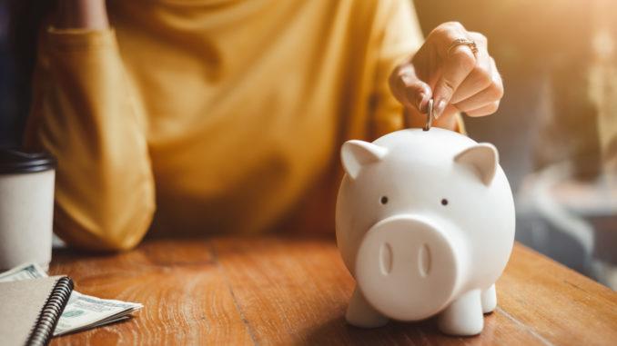 So sánh lãi suất ngân hàng: Gửi tiết kiệm kì hạn ở đâu cao nhất tháng 4/2021? - Ảnh 1.