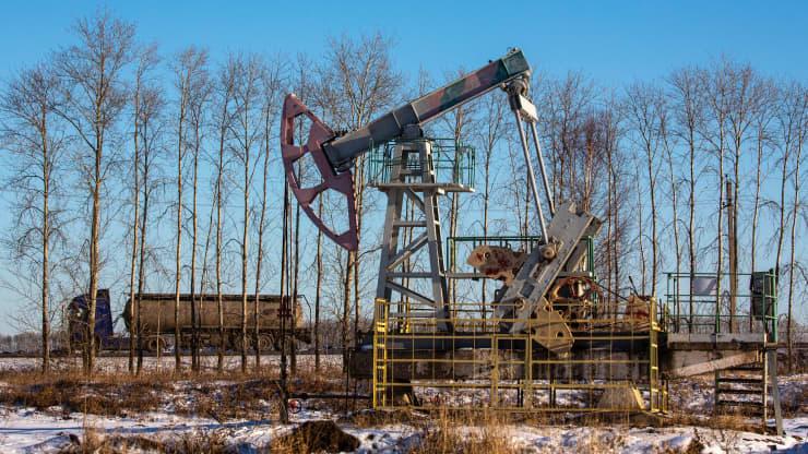 Giá xăng dầu hôm nay 10/5: Giá dầu tăng hơn 1% trong phiên giao đầu tuần - Ảnh 1.
