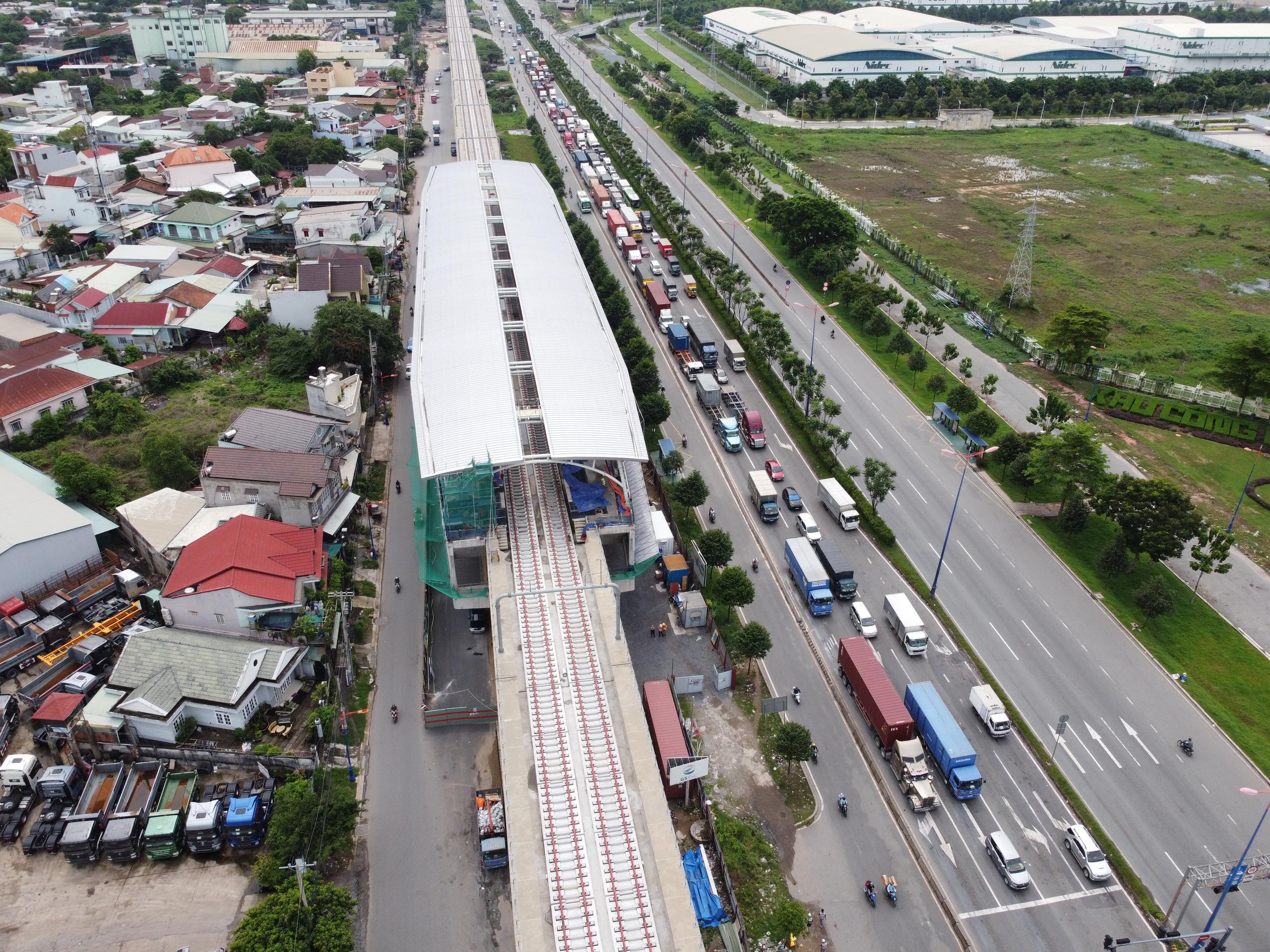Cận cảnh tuyến đường sắt metro Bến Thành - Suối Tiên trước ngày đón đoàn tàu số 2 và 3 - Ảnh 9.