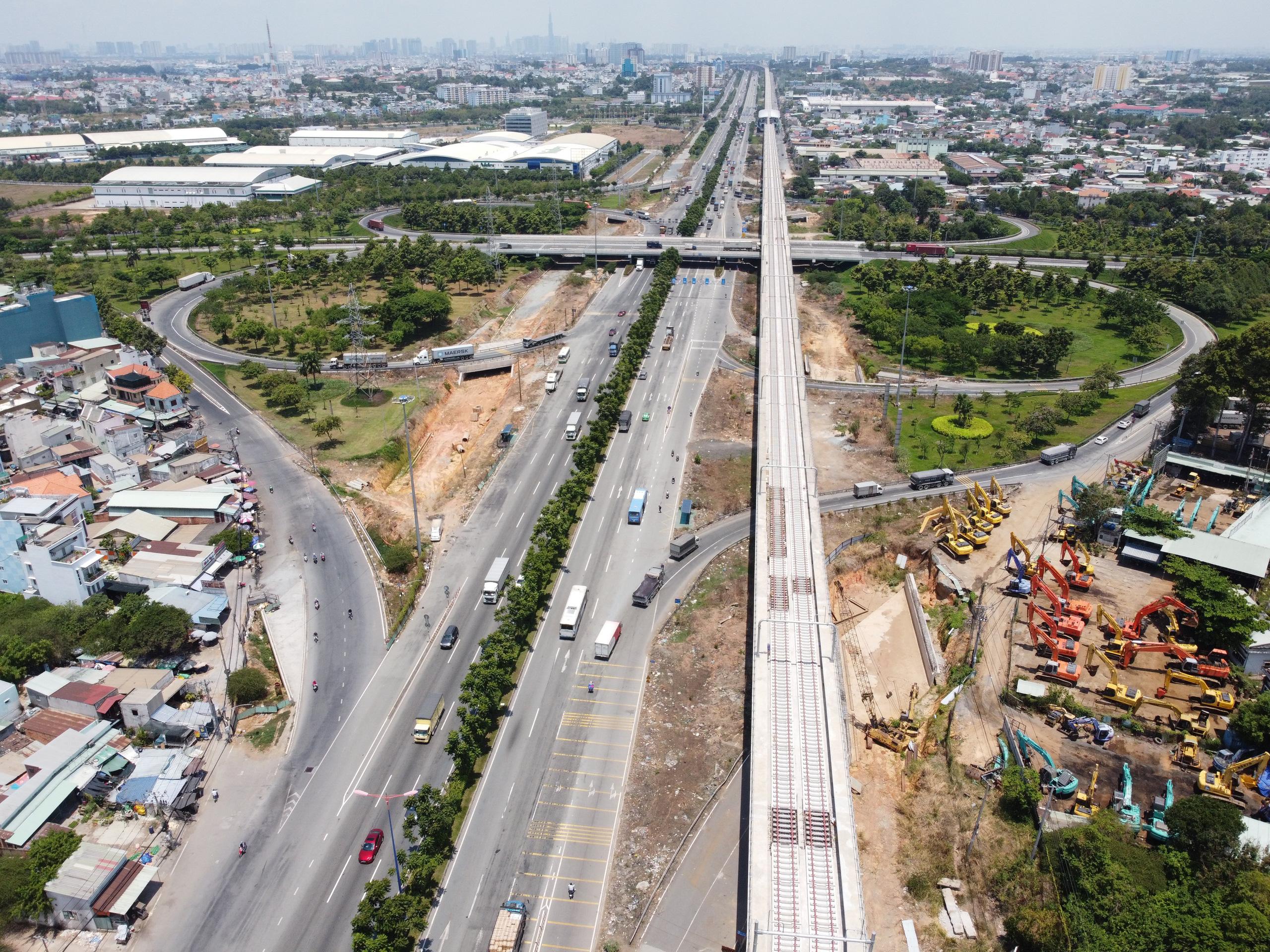 Cận cảnh tuyến đường sắt metro Bến Thành - Suối Tiên trước ngày đón đoàn tàu số 2 và 3 - Ảnh 10.