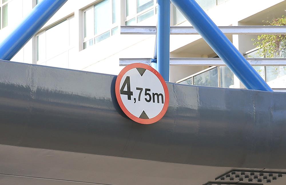 Cận cảnh cầu vượt bộ hành mới hình chữ Y ở Hà Nội - Ảnh 6.