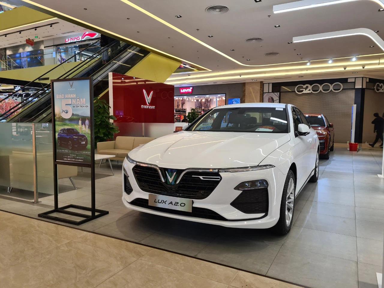 Bộ Tài chính bác bỏ đề nghị giảm 50% lệ phí trước bạ đối với xe ô tô đăng ký mới - Ảnh 1.