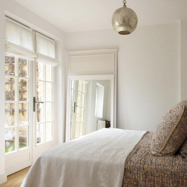 Bật mí những cách đơn giản để làm cho phòng ngủ rộng rãi hơn - Ảnh 14.