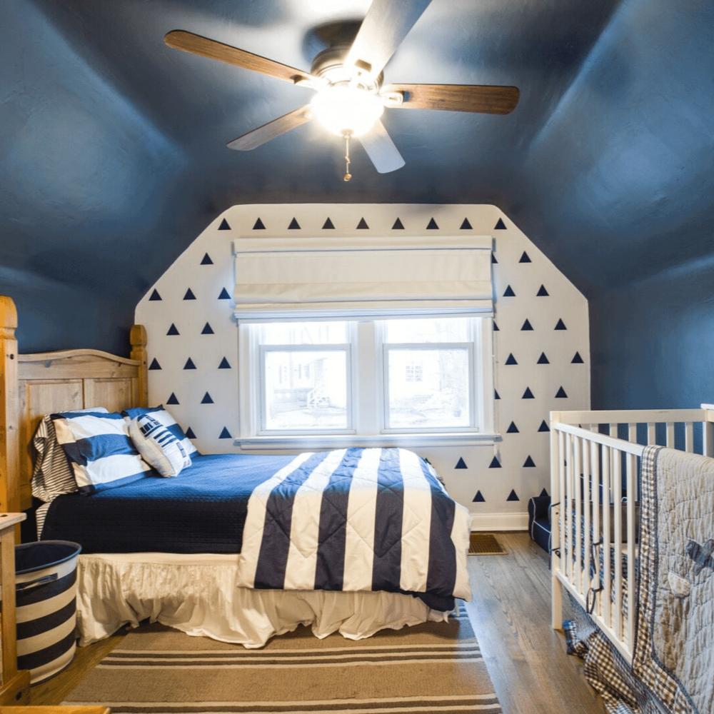 Bật mí những cách đơn giản để làm cho phòng ngủ rộng rãi hơn - Ảnh 4.