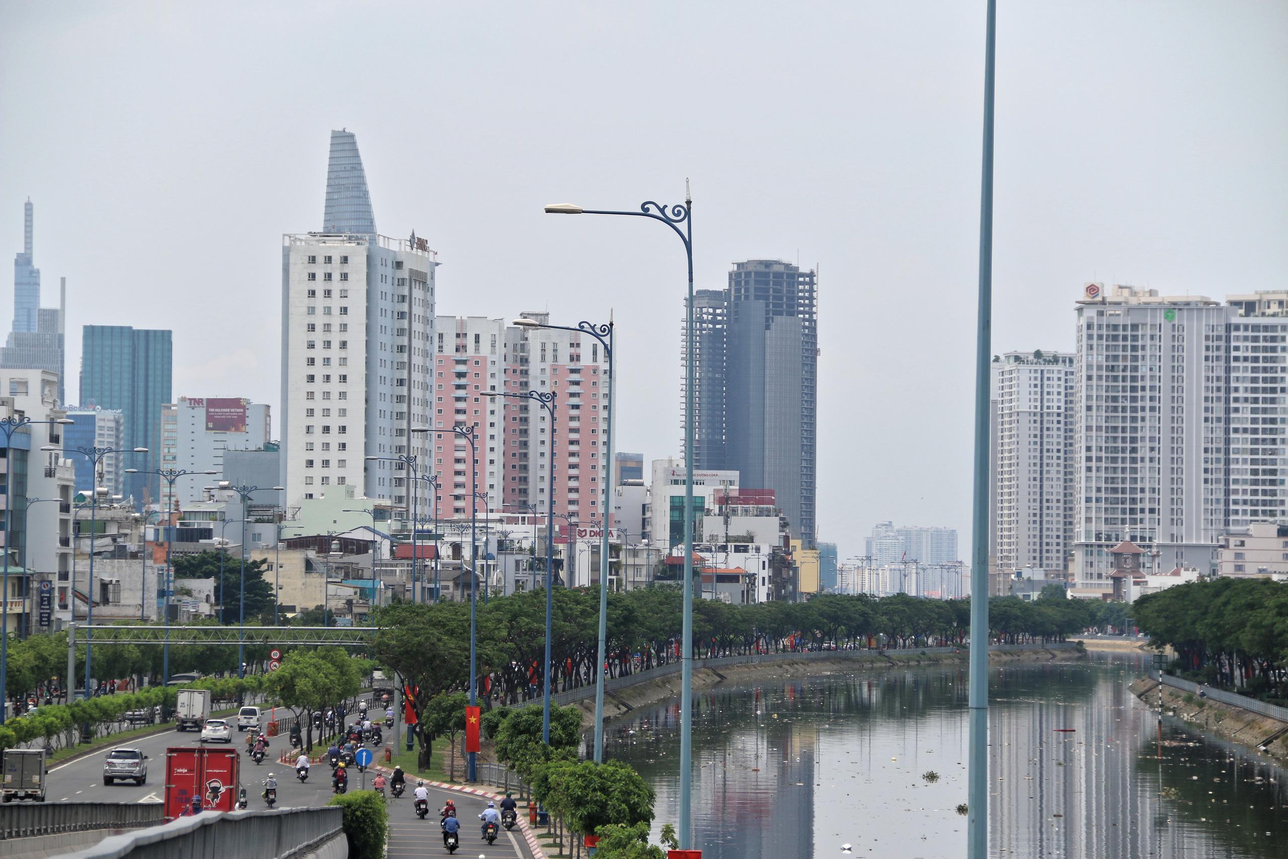 Loạt cao ốc trên Đại lộ Đông - Tây [Phần 1]: Đại lộ Võ Văn Kiệt - Ảnh 1.