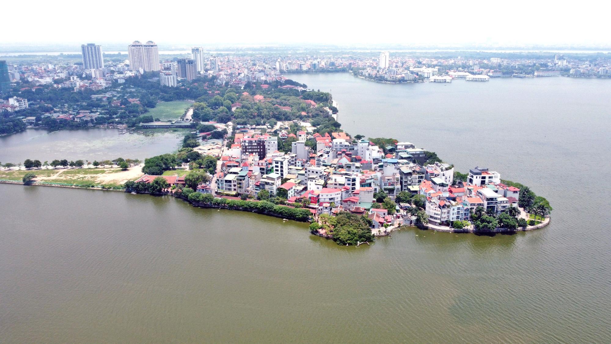 Cận cảnh những 'bán đảo' ngay giữa trung tâm Hà Nội - Ảnh 20.