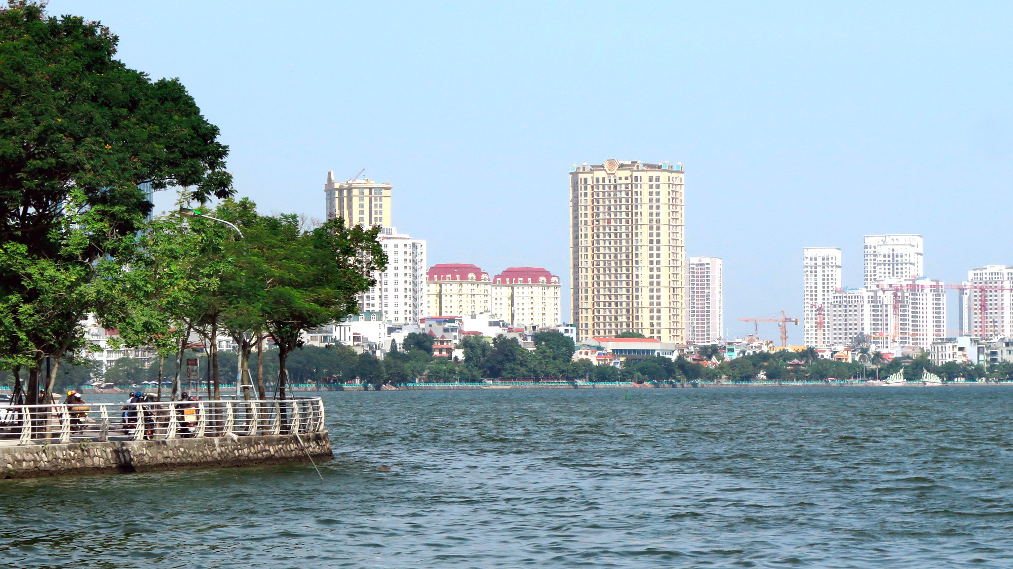Cận cảnh những 'bán đảo' ngay giữa trung tâm Hà Nội - Ảnh 27.