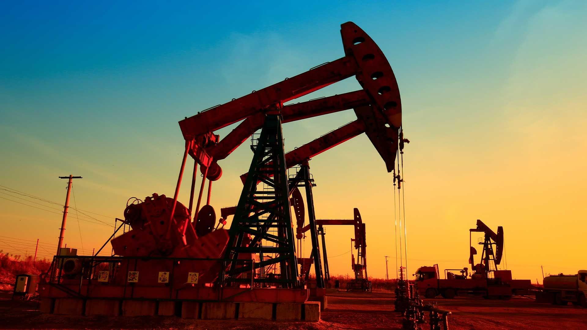 Giá xăng dầu hôm nay 17/5: Giá dầu giảm trong phiên giao đầu tuần mới - Ảnh 1.