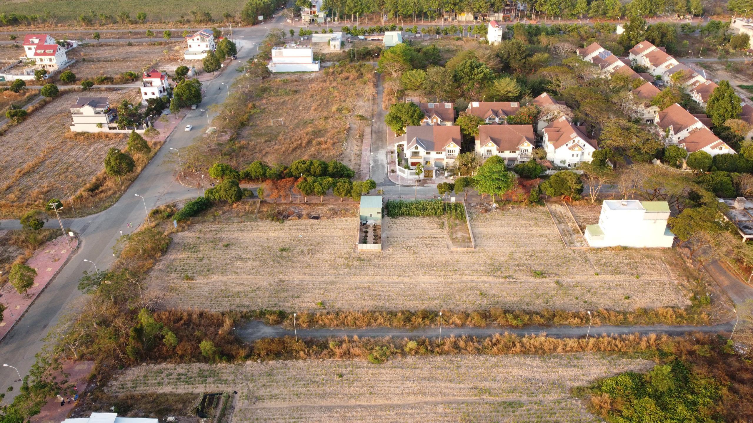 Nhiều khu dân cư, biệt thự bỏ hoang tại Đồng Nai - Ảnh 1.