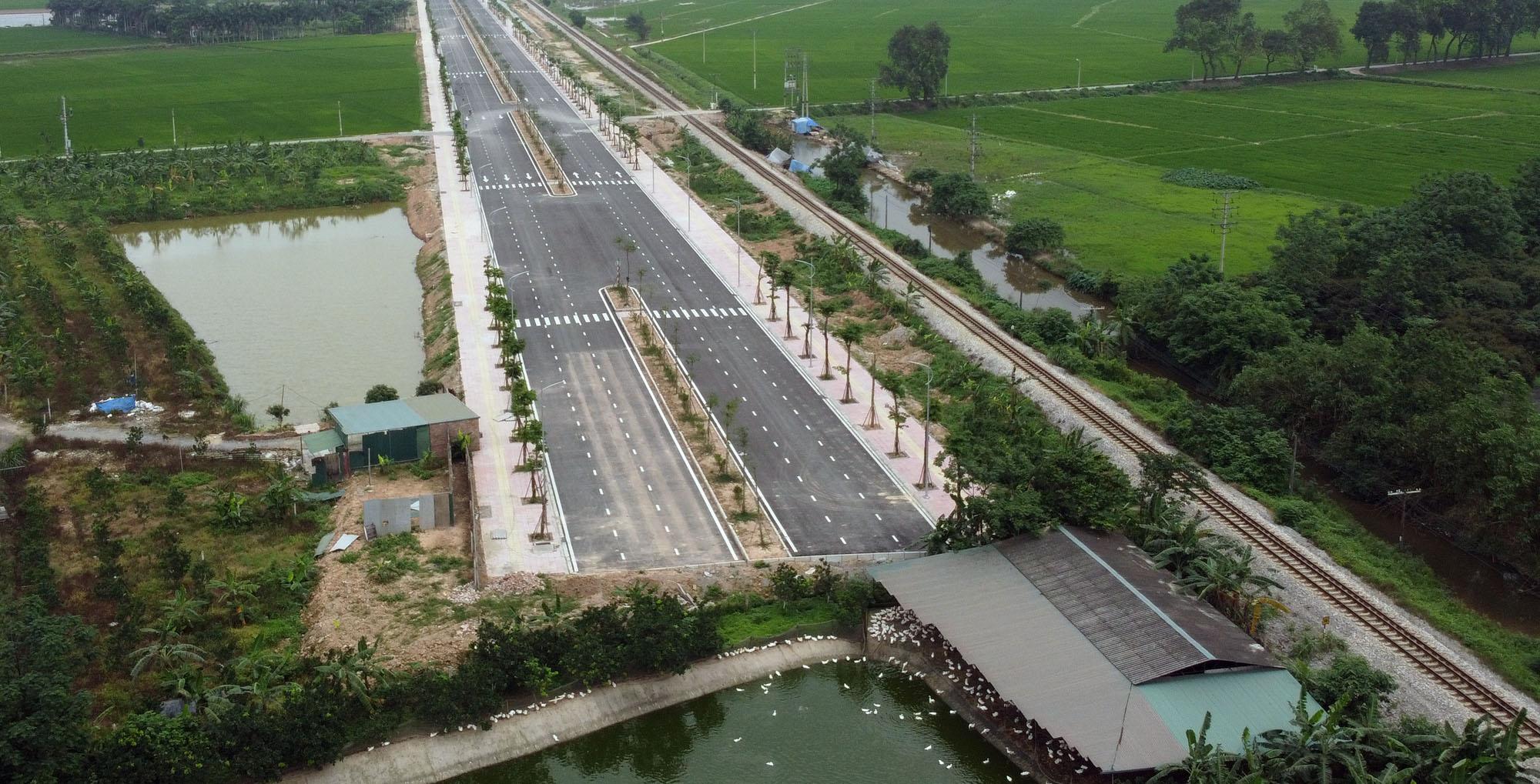 Cao tốc Bắc - Nam, đoạn Phan Thiết - Dầu Giây thiếu 4,4 triệu m3 vật liệu đắp nền - Ảnh 1.