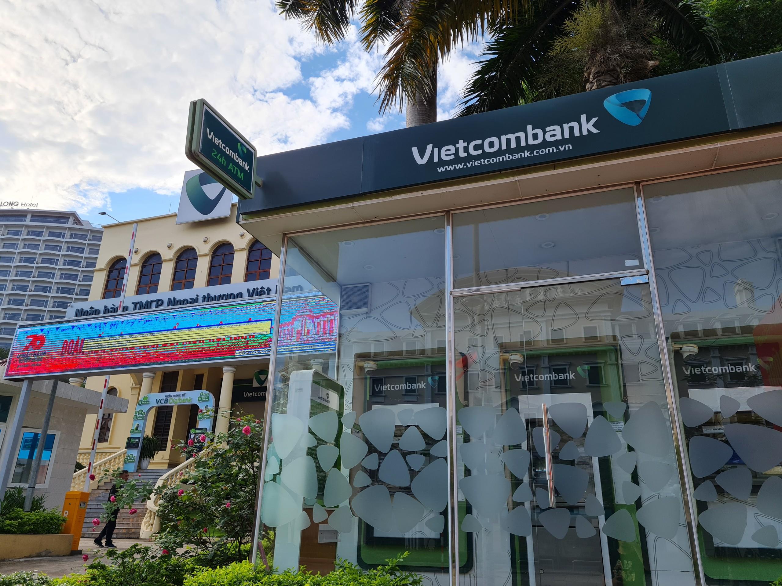 Vietcombank lãi lớn mảng dịch vụ, nợ xấu tăng hơn 47% - Ảnh 1.
