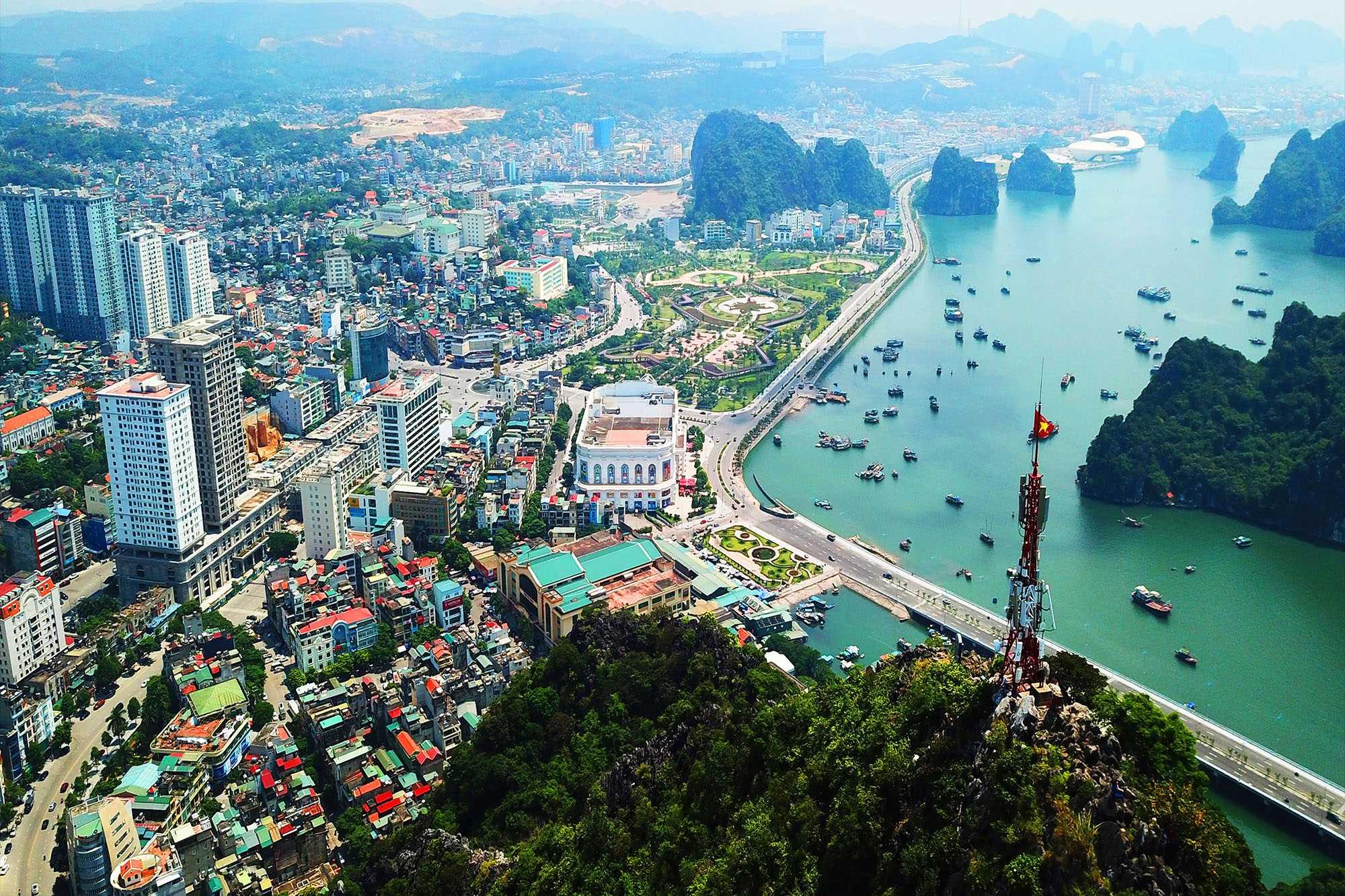 Quảng Ninh sẽ rà soát giá đất các KĐT quanh vịnh Cửa Lục, TP Hạ Long... - Ảnh 1.