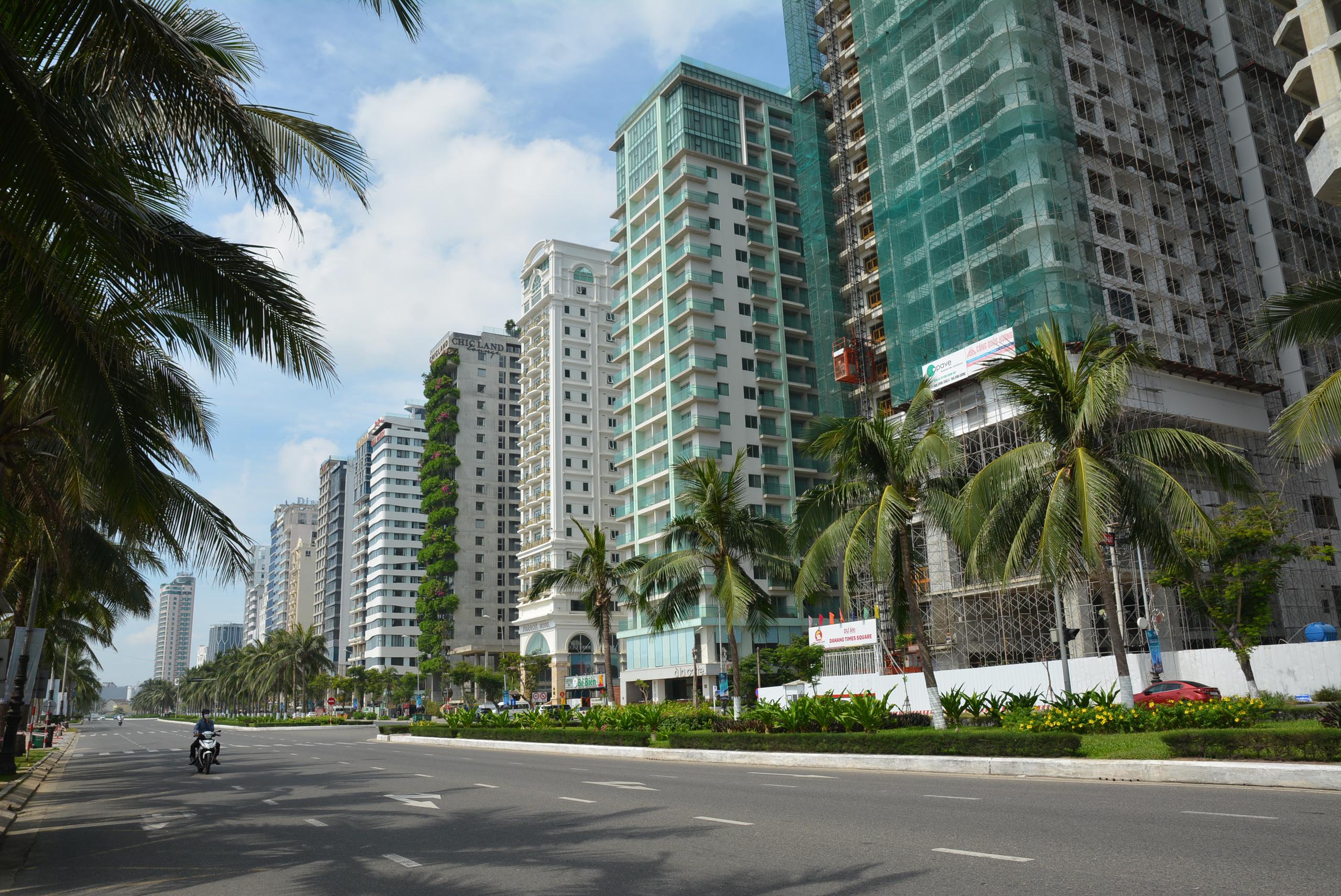 Nhiều dự án bất động sản ở Đà Nẵng đang xây dựng dù ảnh hưởng dịch - Ảnh 1.