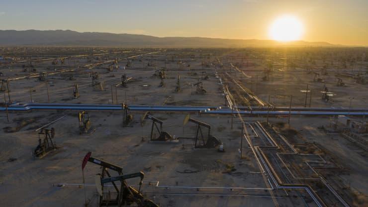 Giá xăng dầu hôm nay 5/5: Giá dầu tiếp tục đà tăng mạnh mẽ - Ảnh 1.