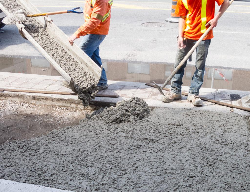 'Bão giá' vật liệu xây dựng: Nhiều nhà thầu trúng thầu nhưng không dám ký hợp đồng - Ảnh 1.
